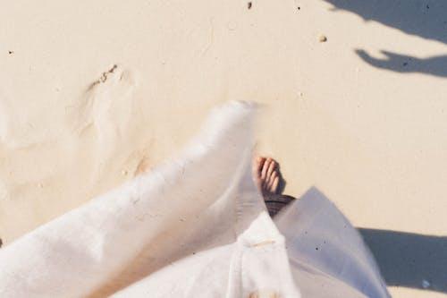 Imagine de stoc gratuită din cu picioarele goale, deșert, estompare, fotografie de la înălțime