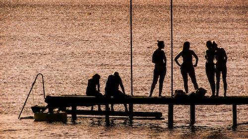 Fotos de stock gratuitas de agua, amanecer, embarcadero, gente