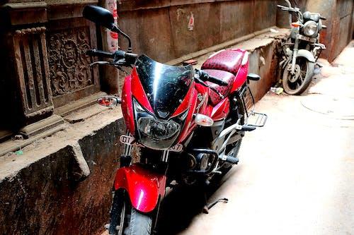 Základová fotografie zdarma na téma červená, indie, motorový skútr, zaparkovaný
