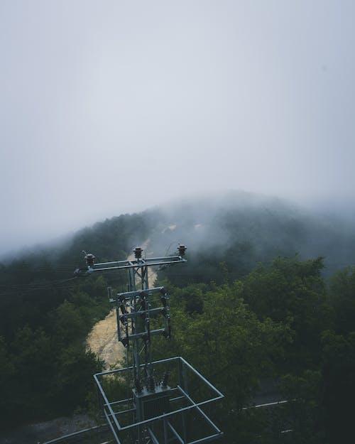 Бесплатное стоковое фото с башня, буря, гора, действие