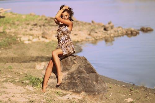 Základová fotografie zdarma na téma cestování, focení, holka, kameny