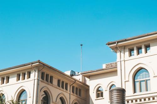 Darmowe zdjęcie z galerii z architektura, biały dom, budynek, fasada