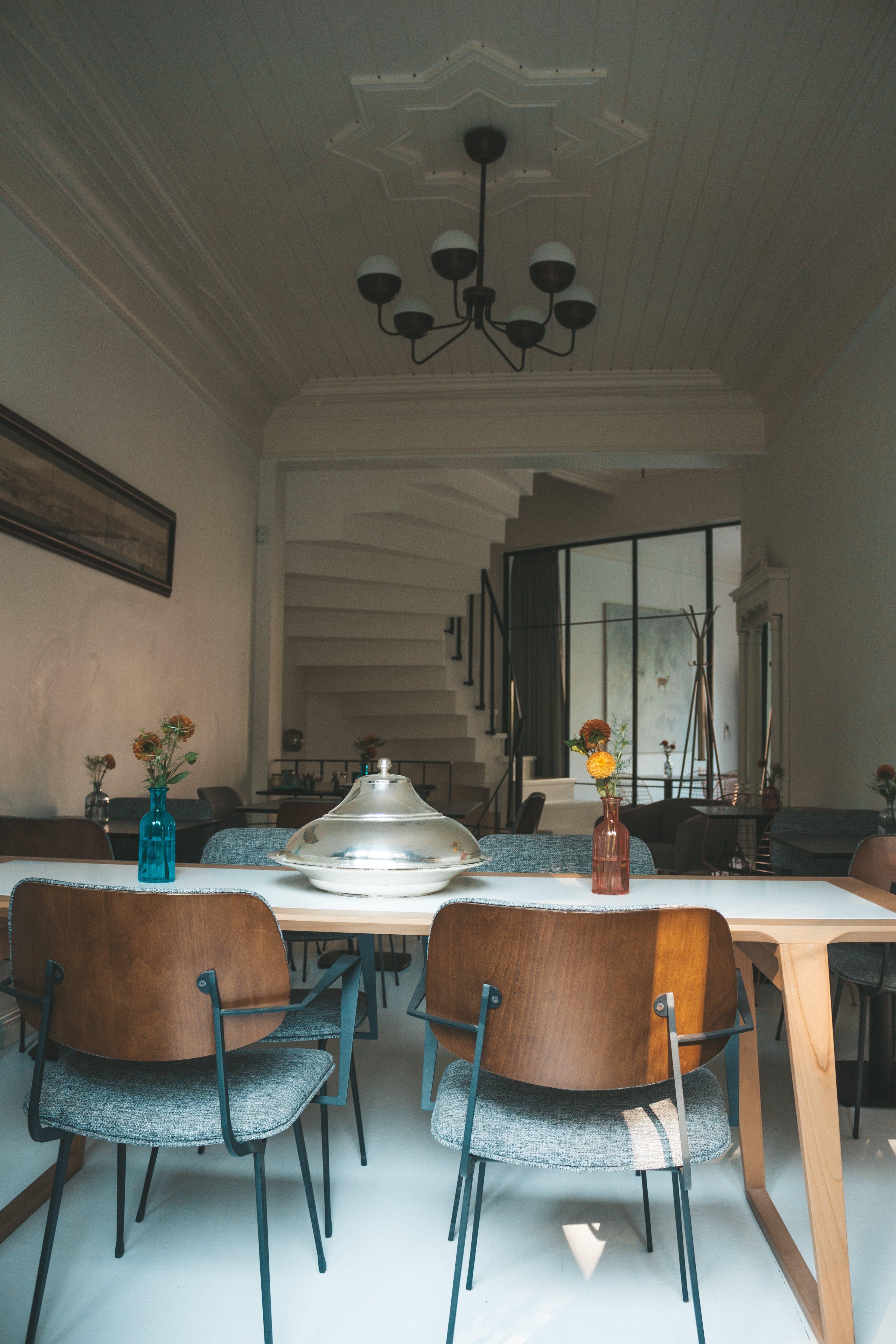 Foto d'estoc gratuïta de apartament, arquitectura, cadires, casa