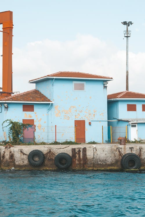 Kostenloses Stock Foto zu architektur, bereifung, beton, blau