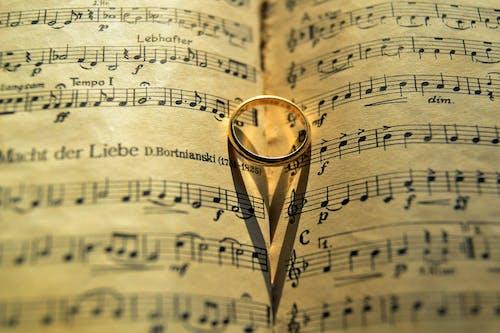 Základová fotografie zdarma na téma dokument, harmonie, houslový klíč, hudba