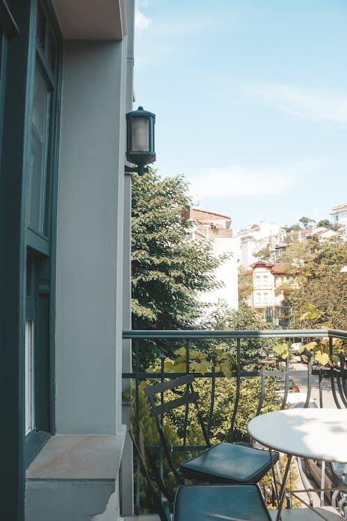アパート, いす, テーブル, パティオの無料の写真素材