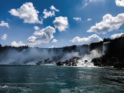 Бесплатное стоковое фото с вода, водопады, голубое небо, голубой