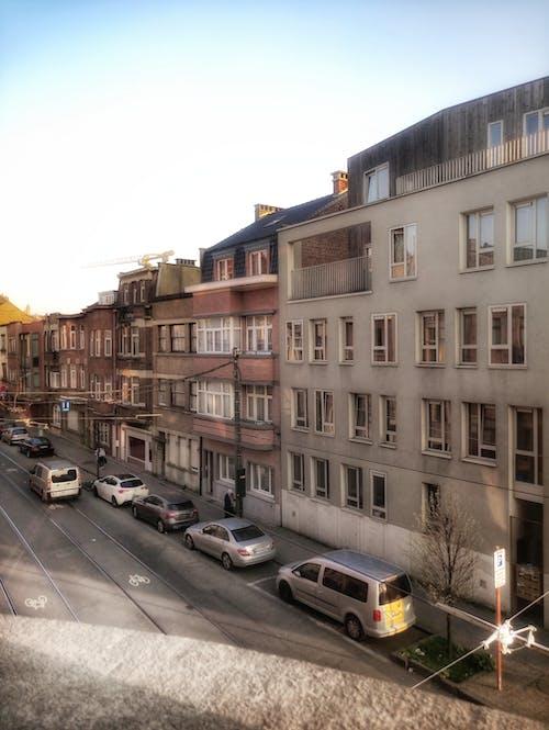Δωρεάν στοκ φωτογραφιών με street art, αυτοκίνητα, γαλάζιος ουρανός, δρόμος