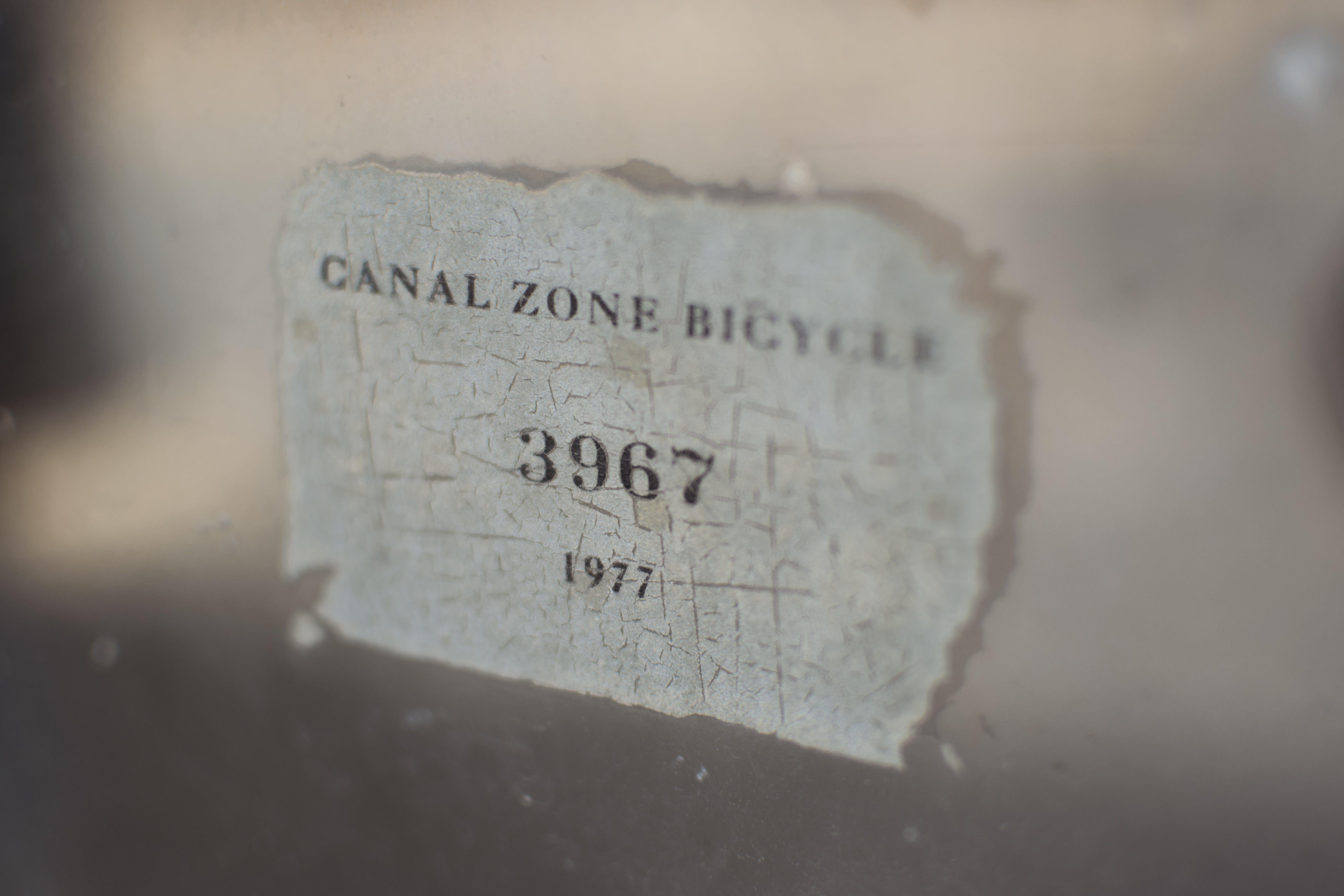 Kostenloses Stock Foto zu etikette, fahrrad, glasartikel, glasfassade
