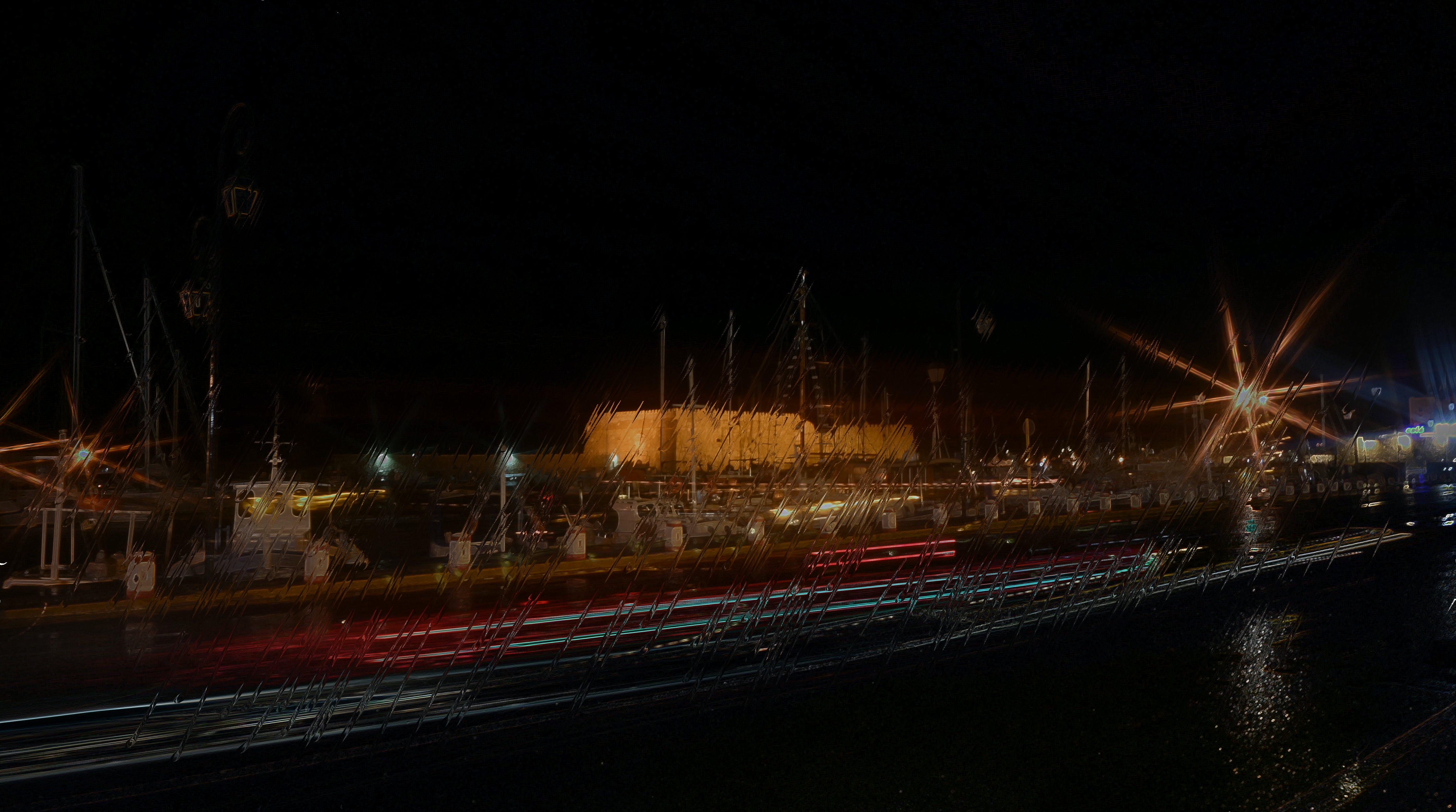 Darmowe zdjęcie z galerii z deszczowa noc, deszczowy dzień, kuter rybacki, miasto nocą