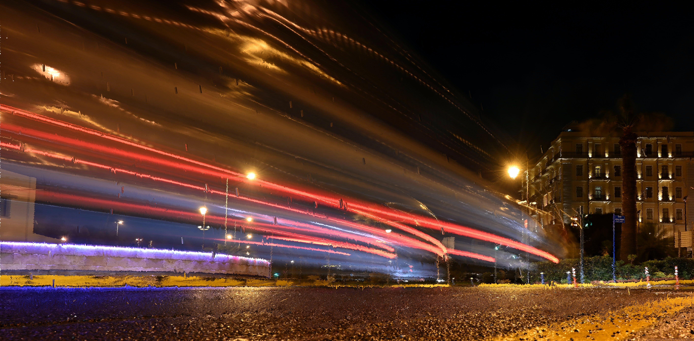 下雨的夜晚, 交通圈, 光跡, 夜晚的城市 的 免費圖庫相片