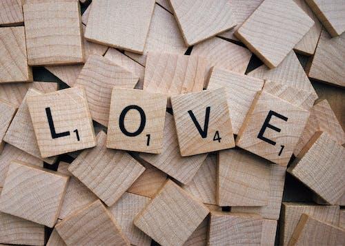 Ingyenes stockfotó fa, fából készült, scrabble, szerelem témában