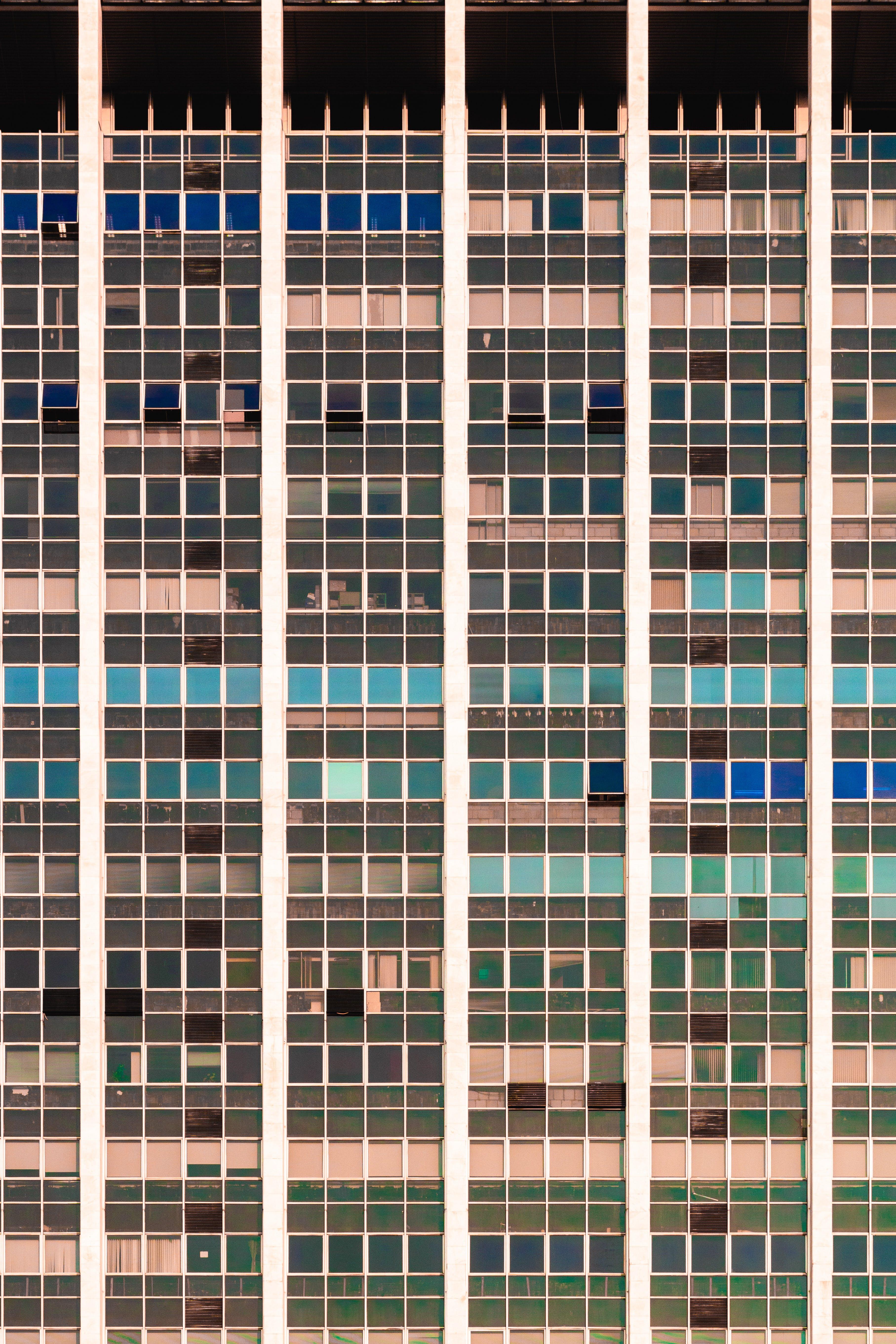 オフィスビル, ガラス, ガラスアイテム, ガラスパネルの無料の写真素材