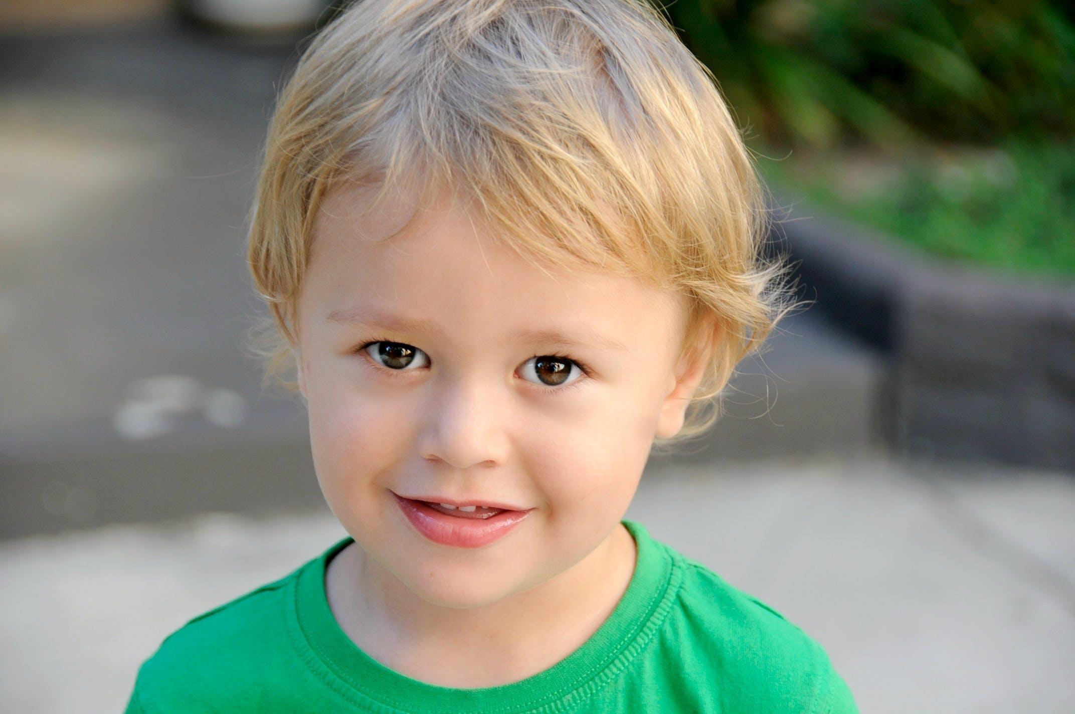 Základová fotografie zdarma na téma batole, blond, chlapec, dětství