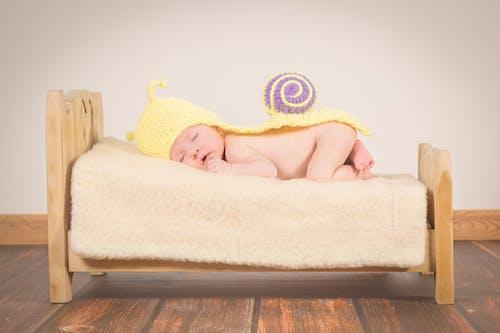 Gratis stockfoto met baby, bed, comfort, geven om