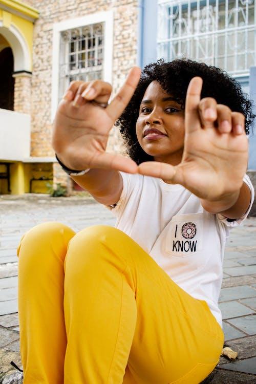 Безкоштовне стокове фото на тему «афро-американська жінка, вираз обличчя, вродлива, жінка»