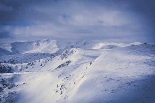 buz tutmuş, buzul, çevre, dağ doruğu içeren Ücretsiz stok fotoğraf
