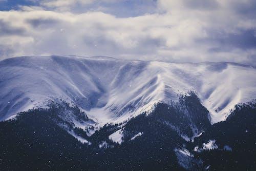 Fotobanka sbezplatnými fotkami na tému chladný, exteriéry, hora