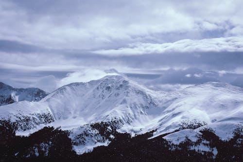 Бесплатное стоковое фото с высокий, гора, живописный, заснеженный