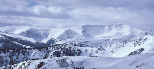 Gratis arkivbilde med dal, fjell, fjelltopp, landskap