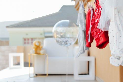 Ảnh lưu trữ miễn phí về ánh sáng ban ngày, gấu bông, quả bóng bay, quần áo