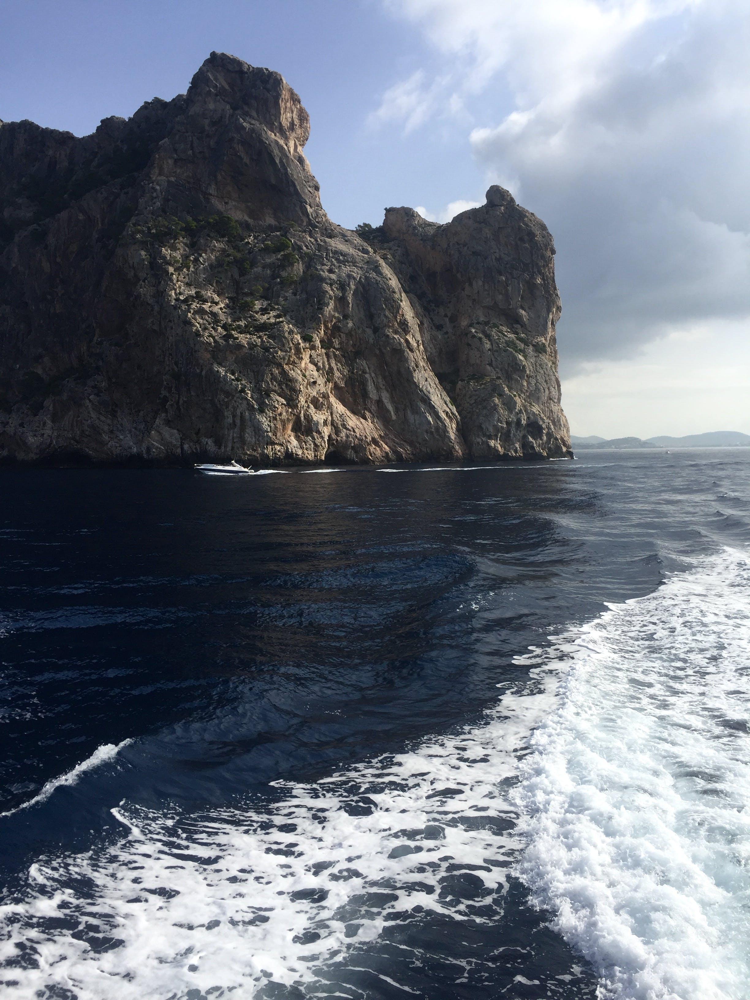 Foto profissional grátis de abismo, água, beira-mar, cênico