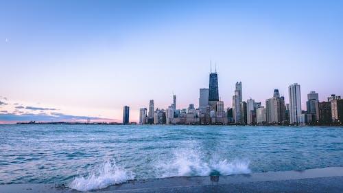 Photos gratuites de architecture, aube, bâtiments, bord de l'eau