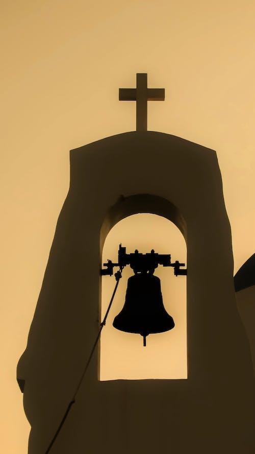 低角度拍攝, 光, 十字架, 墓園 的 免费素材照片