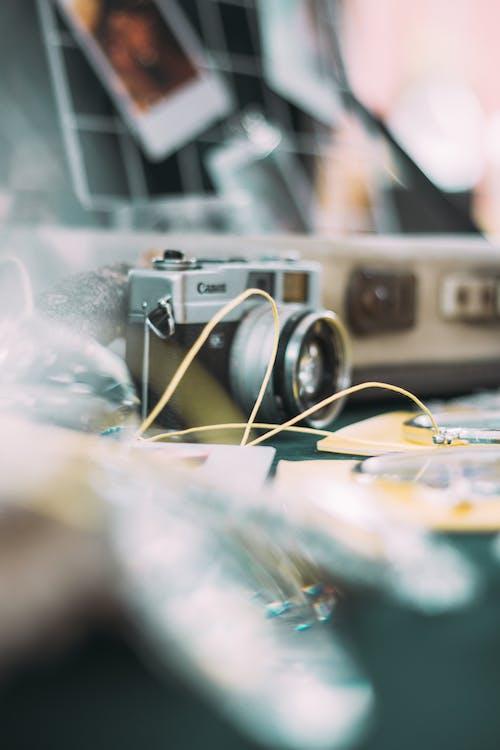 Kostnadsfri bild av fokus, gammal kamera, inomhus, instrument