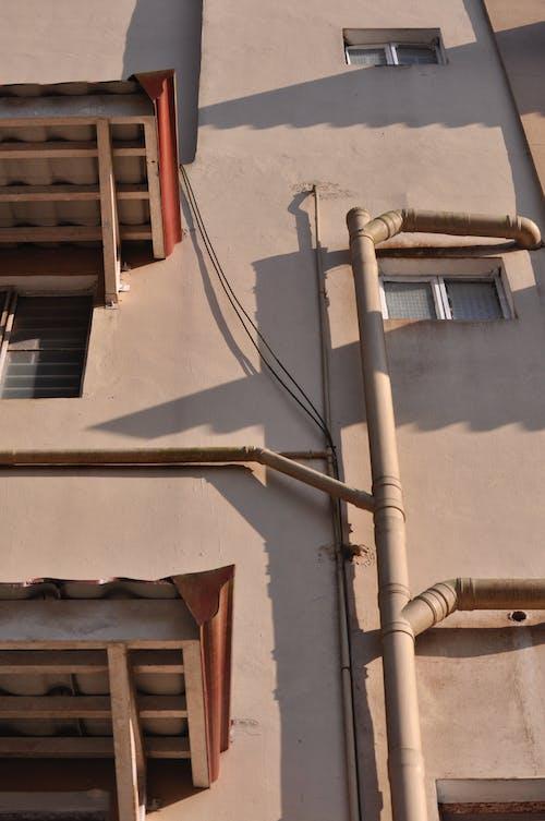 Darmowe zdjęcie z galerii z apartament, dom rodzinny, nagie kolory, światło słoneczne