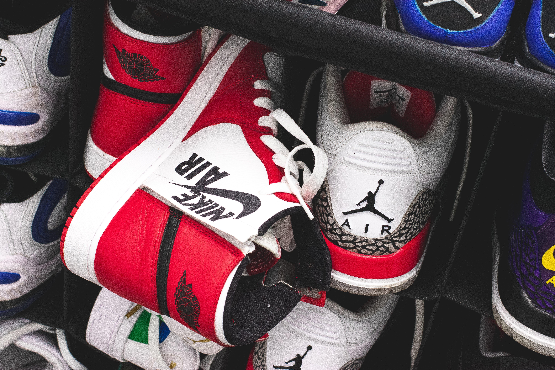 Foto profissional grátis de calçado esportivo, calçados, classificado, sapatos esportivos