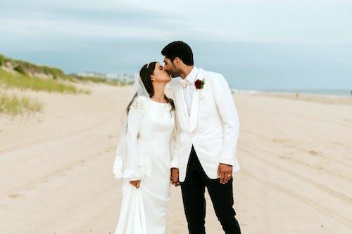 Ảnh lưu trữ miễn phí về cặp vợ chồng, cát, cùng với nhau, đàn bà