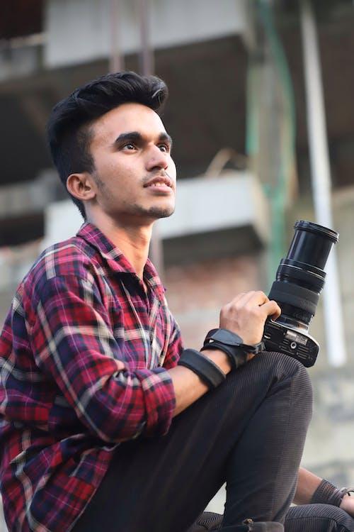 DSLR-камера, людина, повсякденний одяг