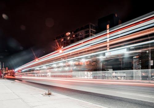 Ilmainen kuvapankkikuva tunnisteilla ajorata, epäselvä liike, ilta, katu