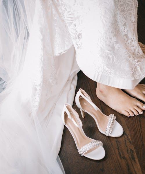 Foto profissional grátis de acetinado, beca, branco, casamento