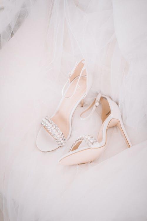 Fotobanka sbezplatnými fotkami na tému biela, biele šaty, detailný záber, elegantný