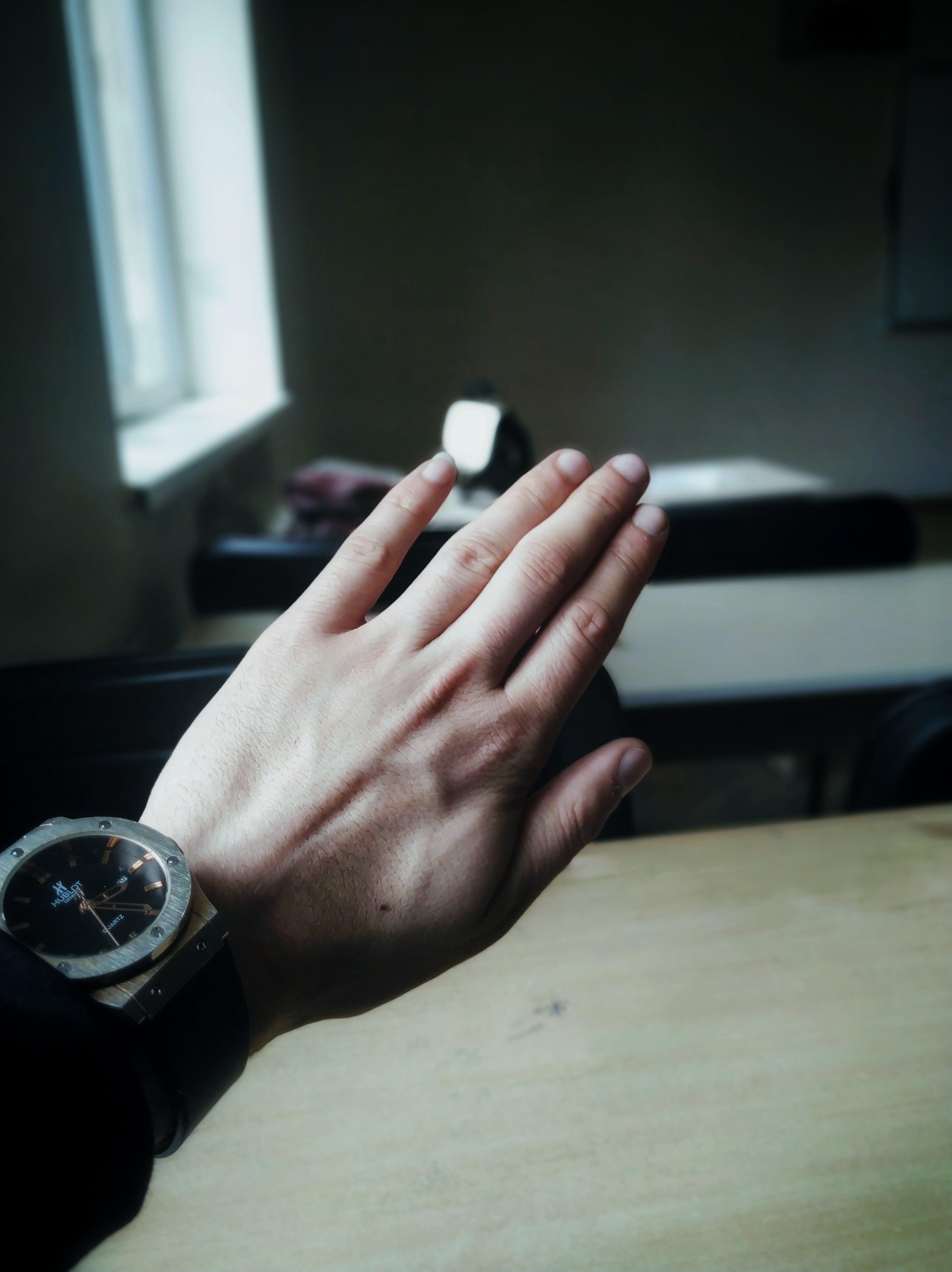 Gratis lagerfoto af armbåndsur, close-up, fingre, fokus