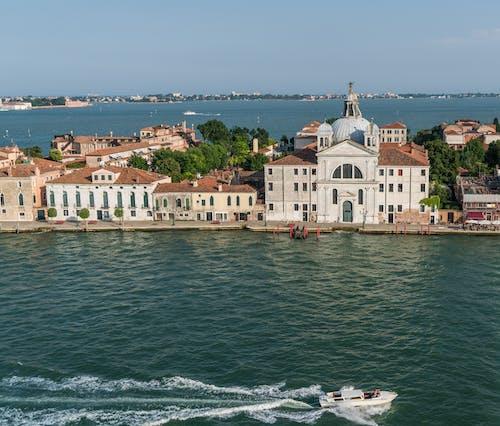 Základová fotografie zdarma na téma atrakce, budovy, cestovní ruch, člun