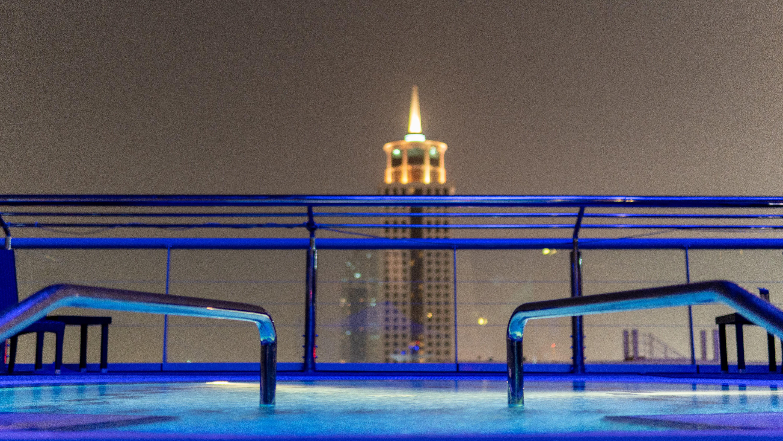 Kostenloses Stock Foto zu blau, dubai, nacht, wasser