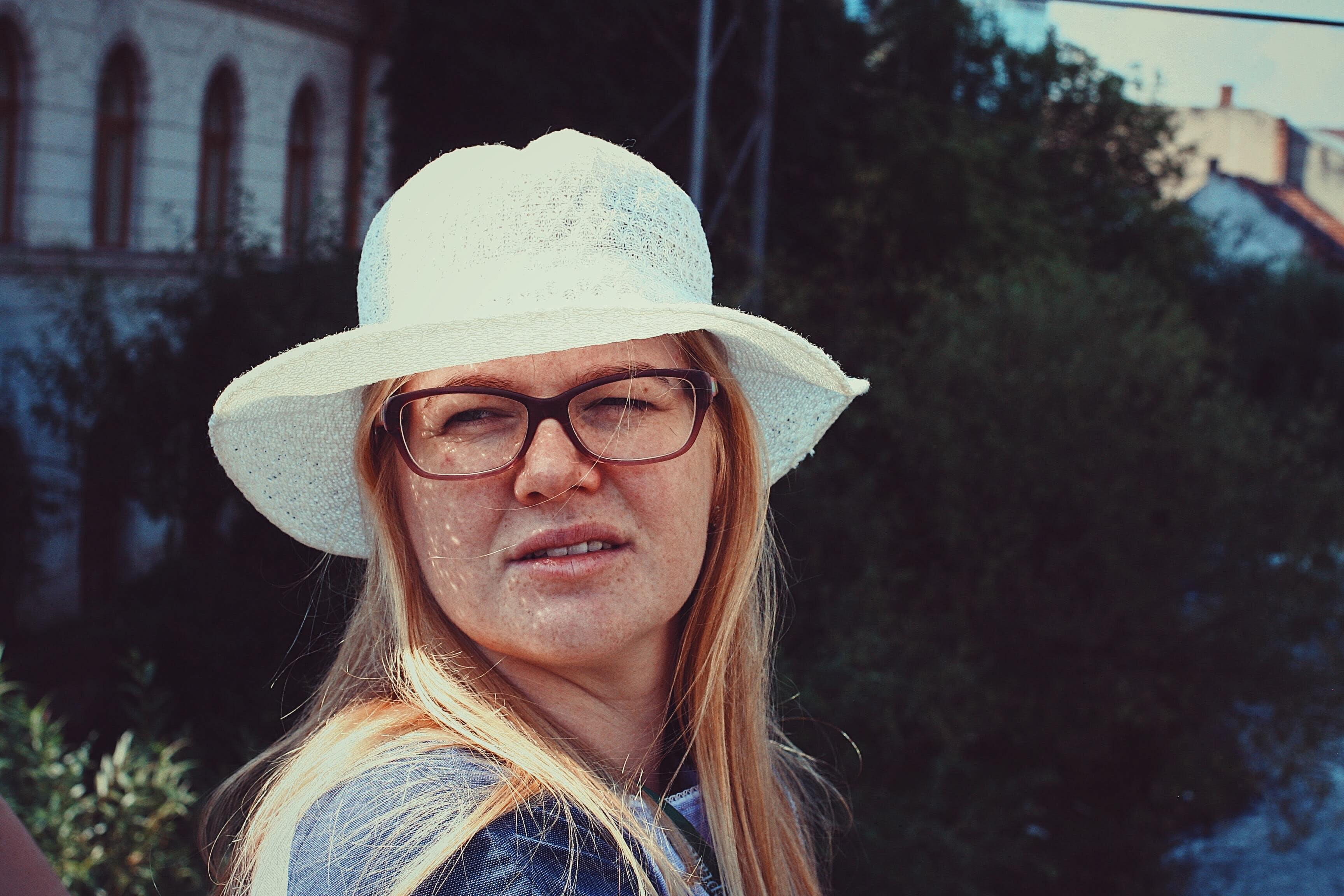 Fotos de stock gratuitas de bizco, cara, expresión facial, gafas