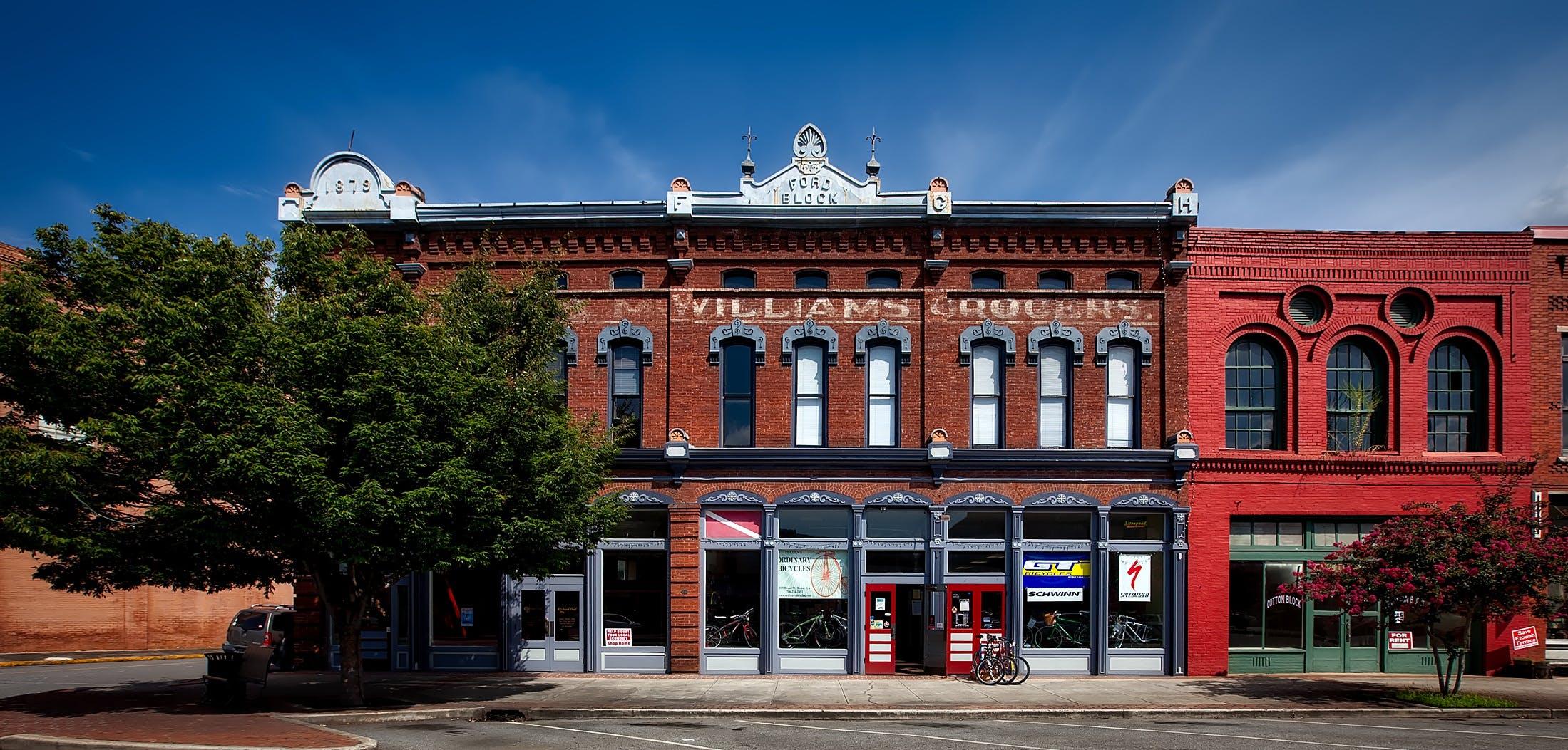 Gratis lagerfoto af årgang, arkitektur, butikker, by