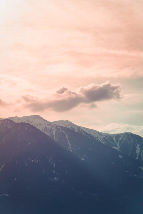 Gratis lagerfoto af bjerg, bjergtinde, desktop tapet, gyldne horisont