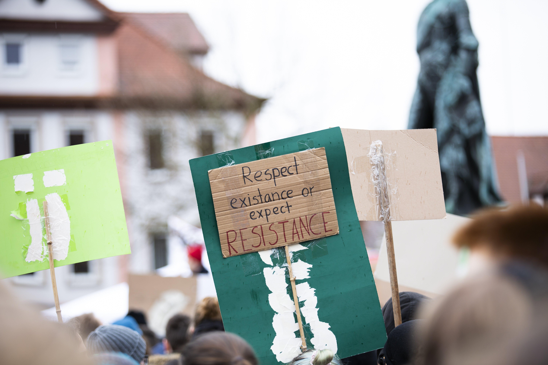 Fotos de stock gratuitas de activista del clima, concentrarse, edificio, escénico