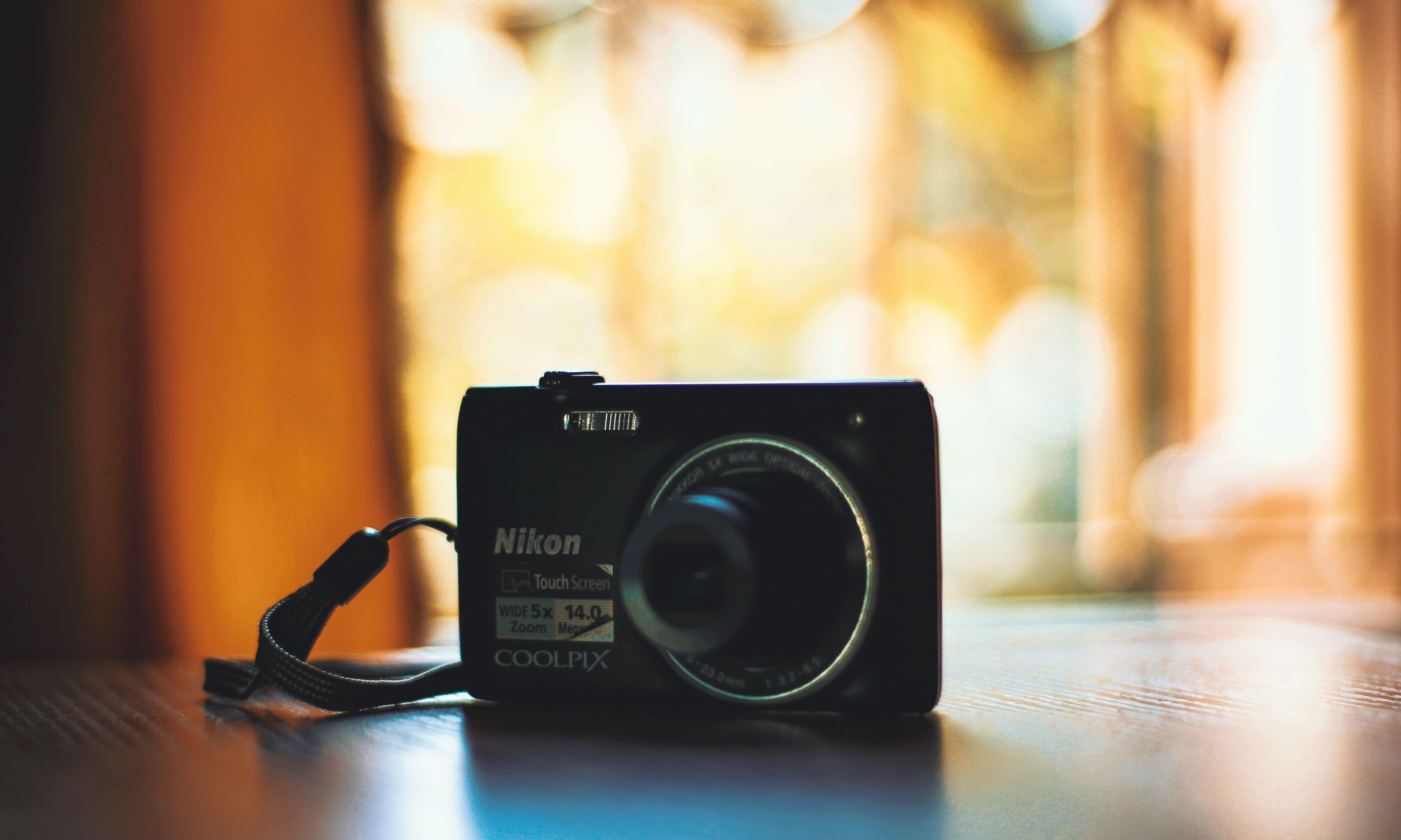 Gratis lagerfoto af baggrundsbillede, farvebillede, farveblyanter, kamera
