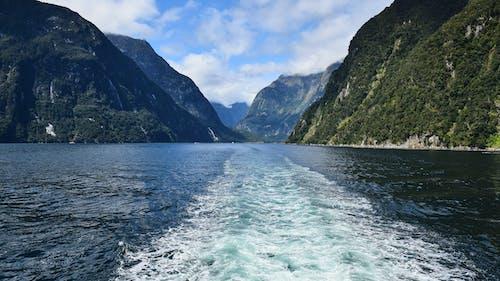 Ingyenes stockfotó felhő, hajóm csónak, hegyek, hullámok témában