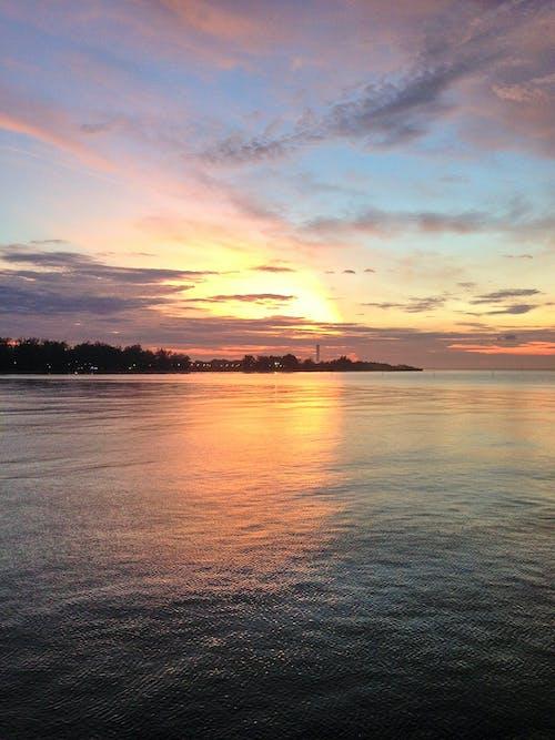 Immagine gratuita di mare, tramonto dorato