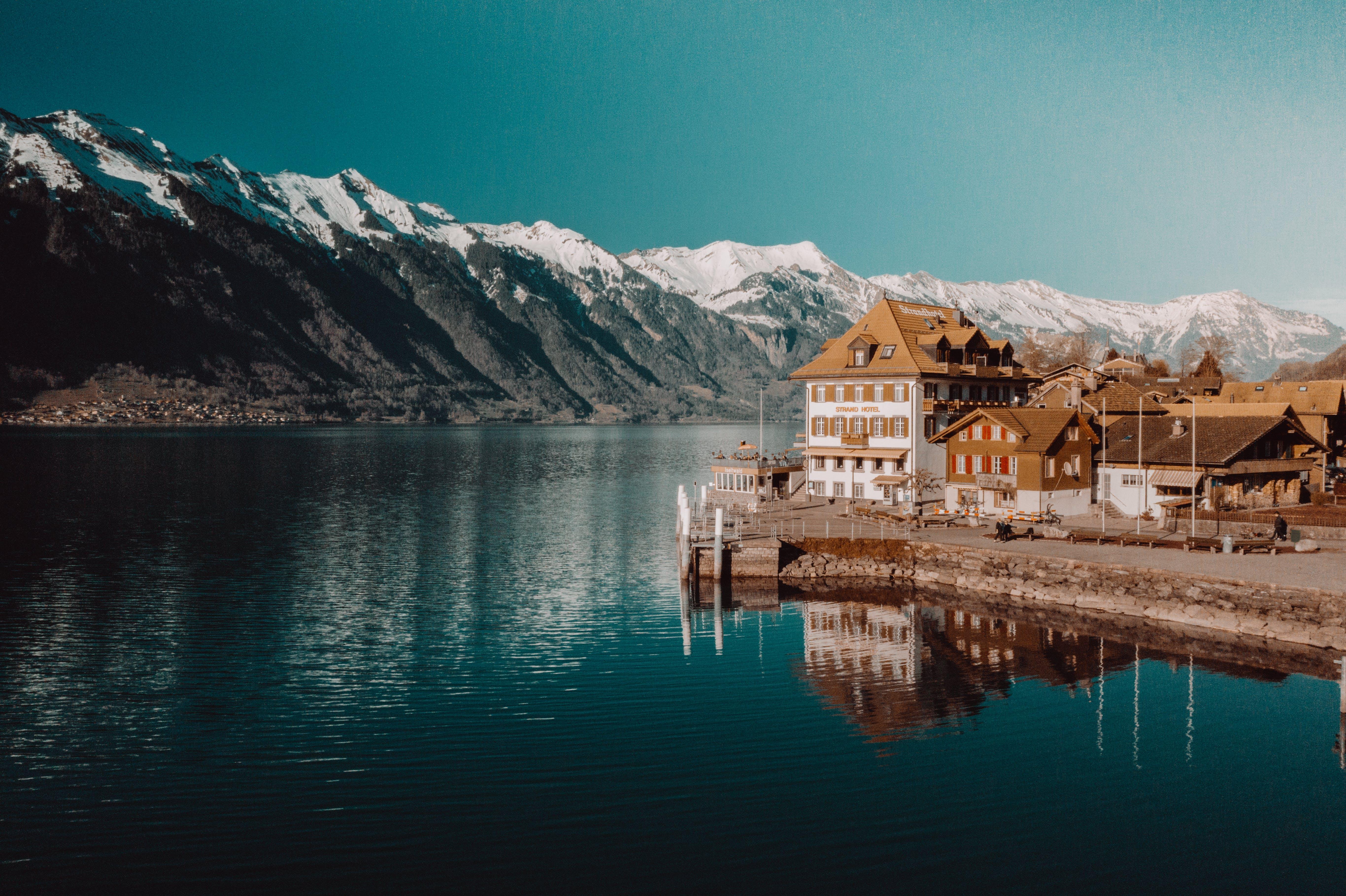 Бесплатное стоковое фото с вода, горные вершины, горный хребет, горы