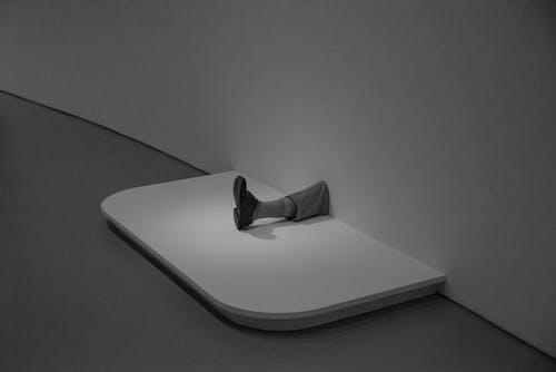 Základová fotografie zdarma na téma bota, černobílý, design, minimalismus