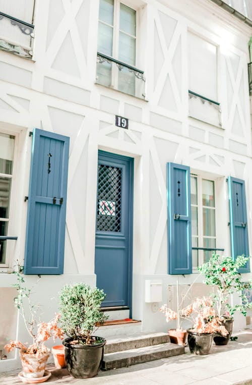 Gratis stockfoto met architectuur, bladeren, buiten, buitenkant huis