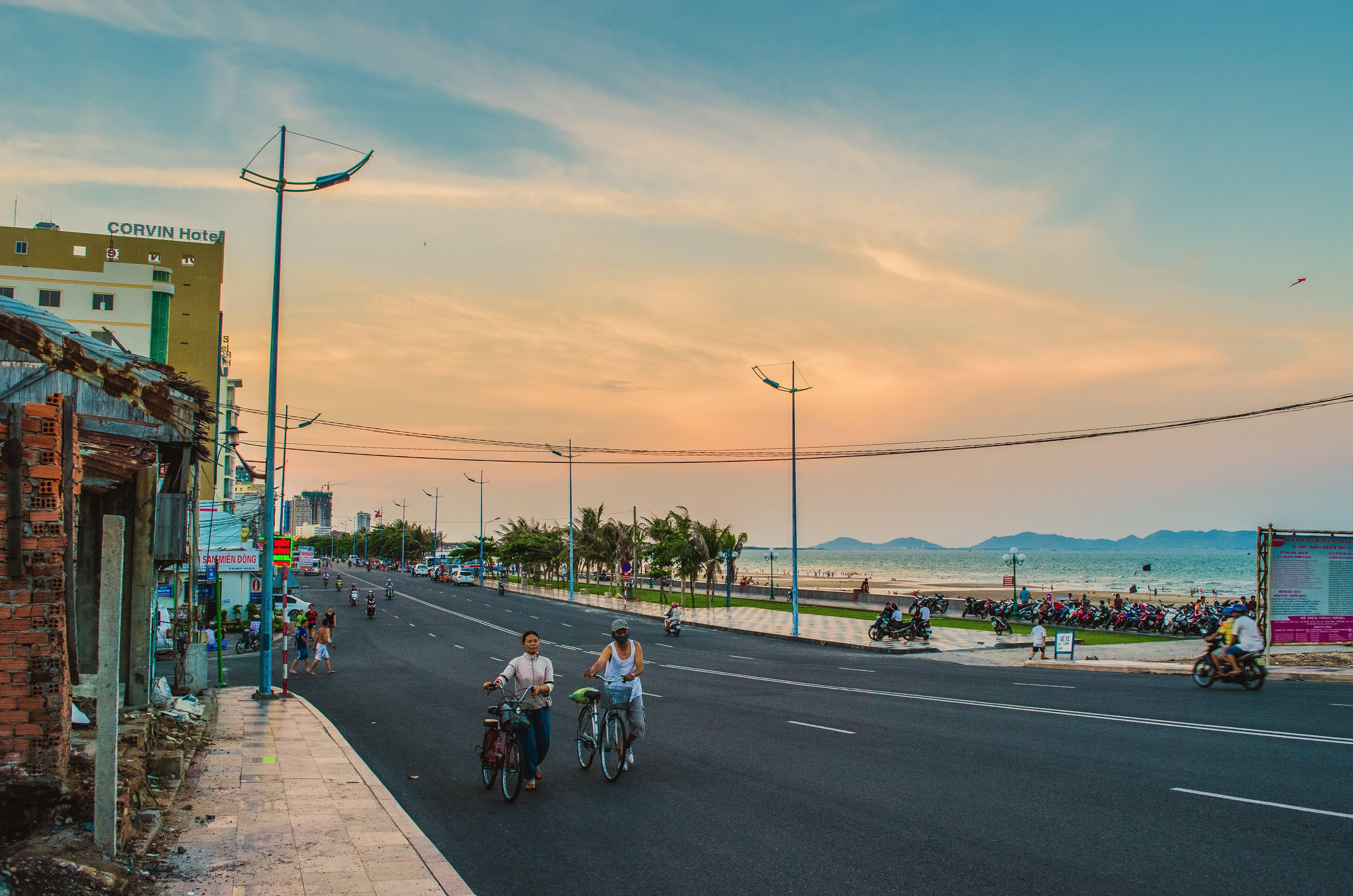 Fotos de stock gratuitas de bici, bicicleta, calle, caminando